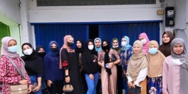 Juma't Barokah, Relawan Dumai Mengadakan Kegiatan Amal di Depan Mesjid Taqwa