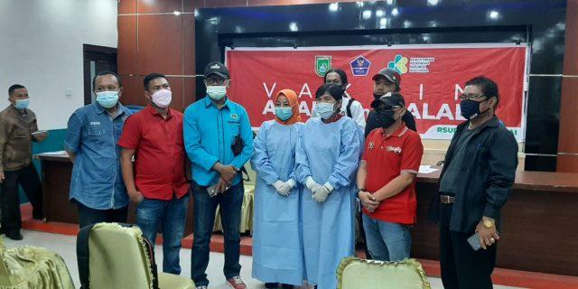 Wartawan PWI Dumai Laksanakan Vaksinasi Covid-19