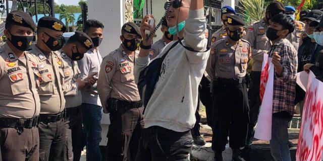 """GEMPAR"" MELAKUKAN AKSI DAMAI TERKAIT DUGAAN KORUPSI DURI ISLAMIC CENTER"