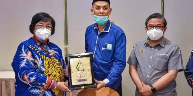 Mentri LH Siti Nurbaya Melaksanakan Rapat Teknis Mengenai Kehutanan dan Lingkungan Beberapat Daerah di Riau