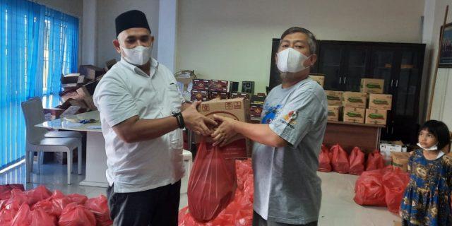 PWI Riau Bagikan 500 Bingkisan Lebaran ke Wartawan