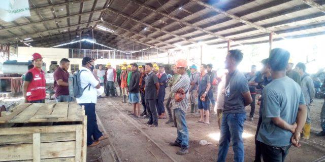 Kades Sukarame Baru Lakukan Sidak Prokes Covid-19  Terhadap Puluhan  Pekerja Di PT Grahadura Leidong Prima Bakrie Sumatera Plantation