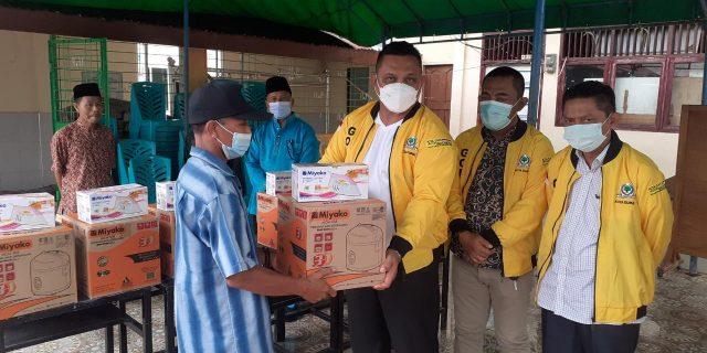 Golkar Dumai Peduli, Berikan Bantuan Alat Memasak kepada Korban Kebakaran Jalan Cendrawasih