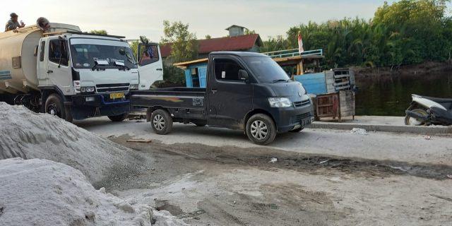 """Aktifitas """"Pencurian"""" CPO Dari Laut Dibongkar Disalah Satu Pelabuhan Rakyat Di Dumai"""