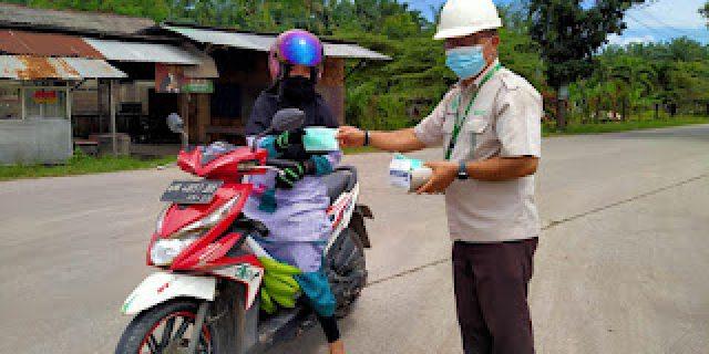 Aksi Peduli , Apical Group Dumai Bersama Forkopimcam Bagikan Masker Untuk Warga Cegah Covid – 19